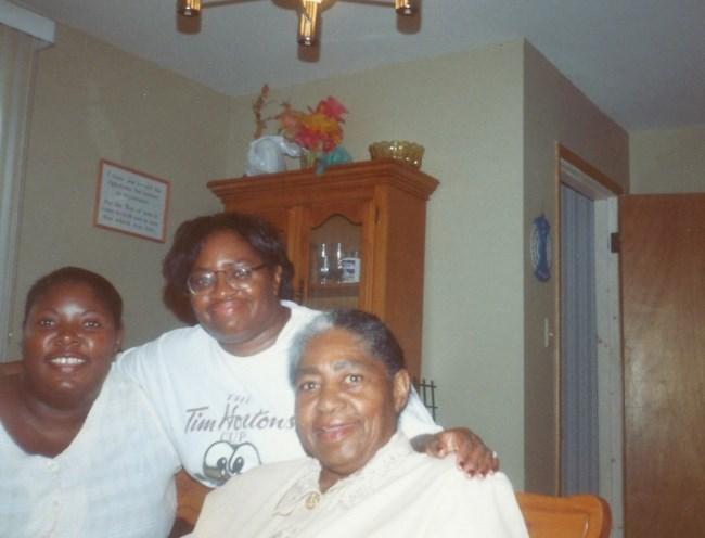 Evelyn M  Lindstrom Obituary - ,