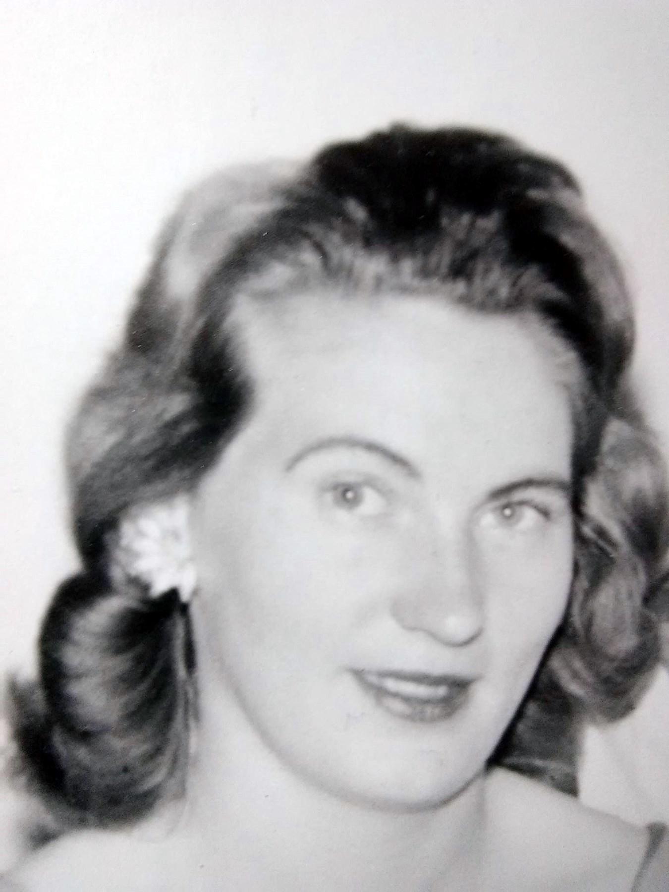 Helen Arline  Carter