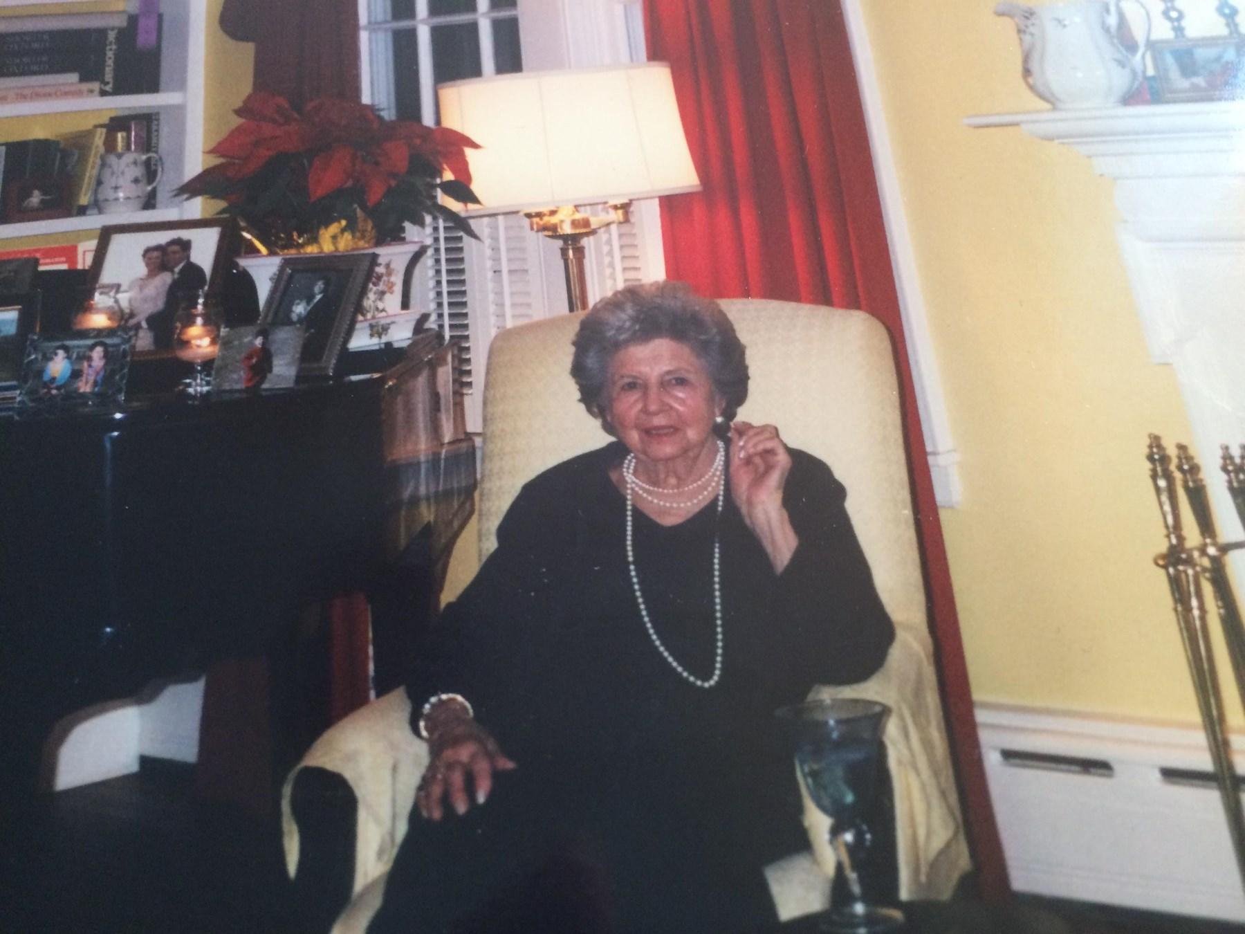 Evelyn J  Lesch